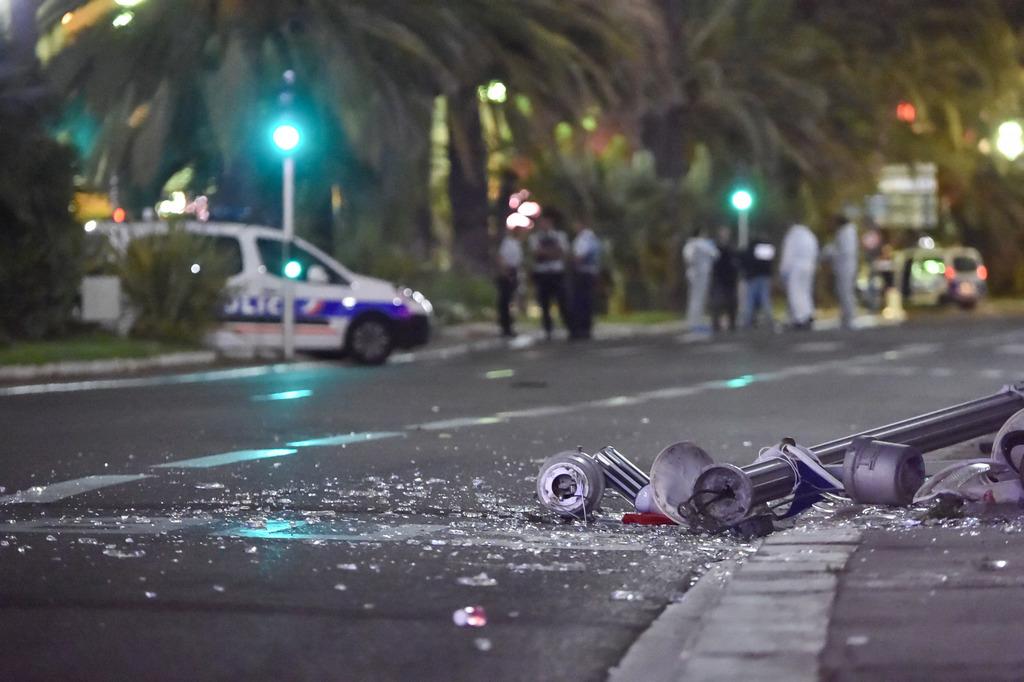 Terrible-attentat-a-Nice-sur-la-promenade-des-Anglais-apres-le-feu-dartifice-lors-de-la-fete-nation_exact1024x768_l